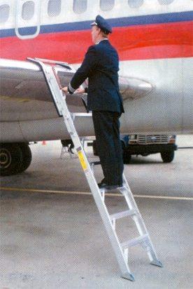 McDonnell Douglas MD-80 De-Icing Ladders