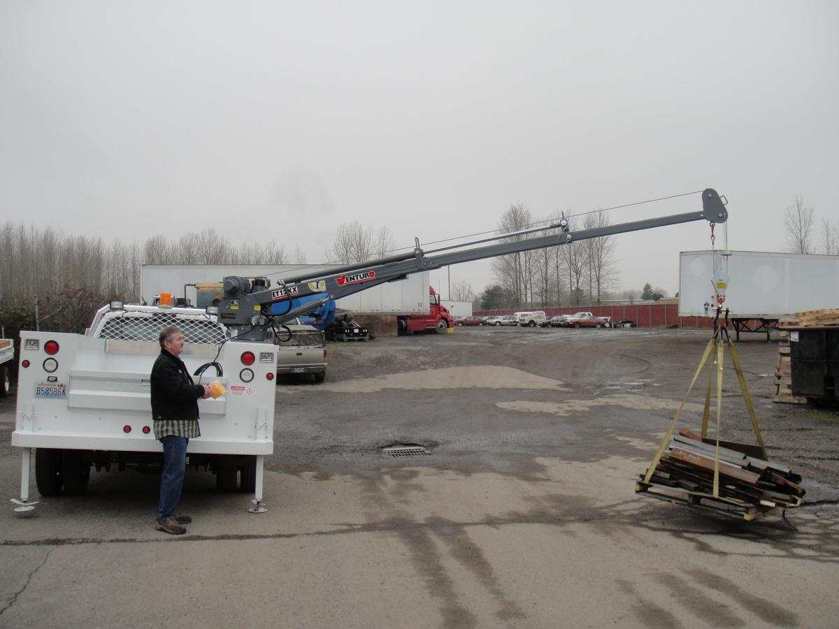 DT7K Truck-Mounted Electric Crane 2200lbs Lifting Capacity