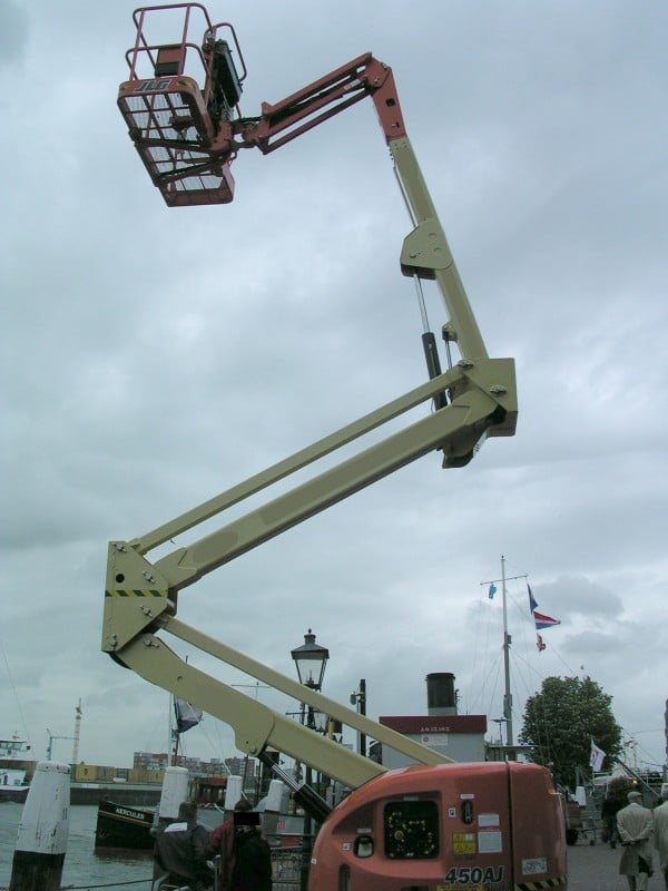 Industrial Mechanical Ladders and Man Lifts