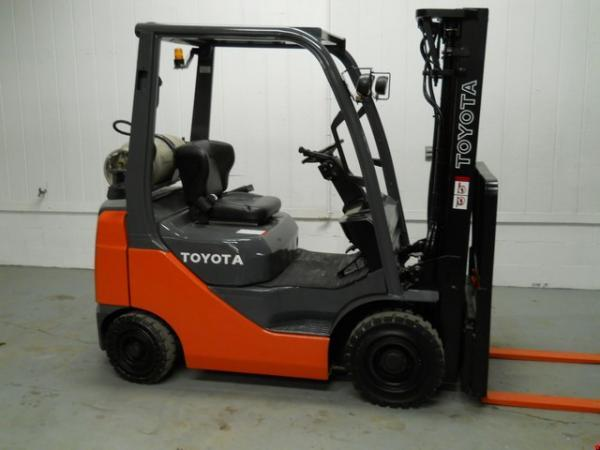 Toyota Forklift 3500 lbs Capacity 8FGCU18
